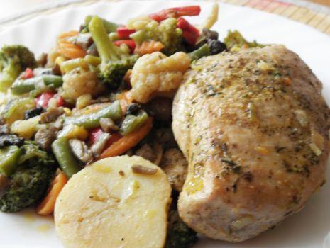 Przepis: Filet z kurczaka z warzywami z patelni.