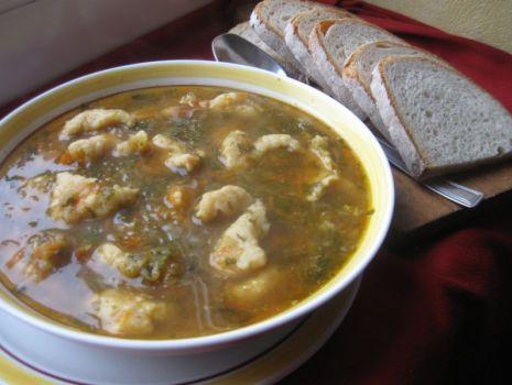 Przepis: Zupa jarzynowa z kluskami kładzionymi
