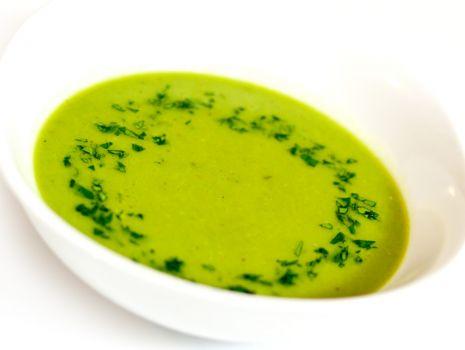 Przepis: Zupa krem z zielonego groszku