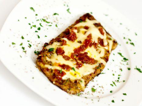 Przepis: Karkówka z serem i suszonymi pomidorami