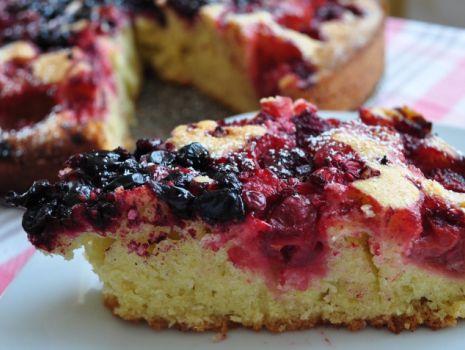 Przepis: Pyszne ciasto z owocami lata