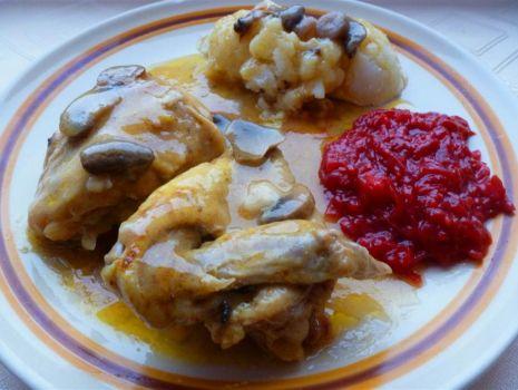 Przepis: Seria tanie obiady- kurczak w sosie z pieczarkami wg mojej mamy