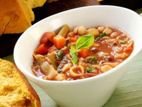 Przepis: Zimowa minestrone z makaronem