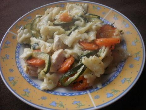 Przepis: Makaron z kurczakiem i warzywami