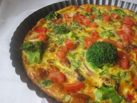 Przepis: Kolorowa frittata z owocami morza i brokułami