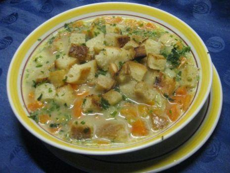 Przepis: Zupa koperkowa na żeberkach wieprzpwych z grzankami