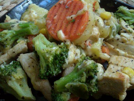 Przepis: Pierś z kurczaka z warzywami i serem