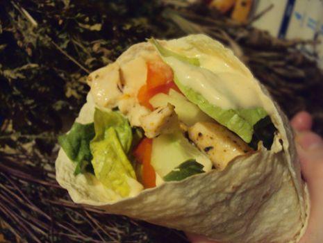 Przepis: Tortilla ze świeżymi warzywami