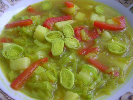Przepis: Zupa ziemniaczano-porowa z papryką
