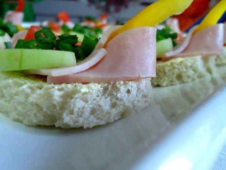 Przepis: Mini kanapeczki dla niejadka
