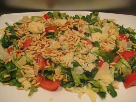Przepis: Salata we wloskim stylu z winnym dressingiem.