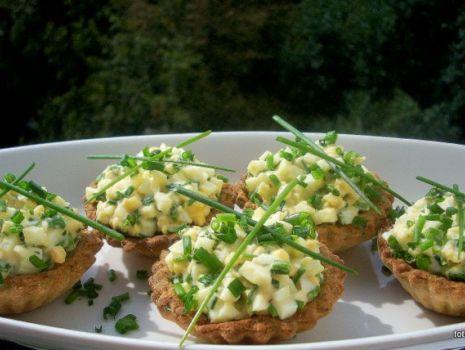 Przepis: Kruche ziołowe babeczki z jajem