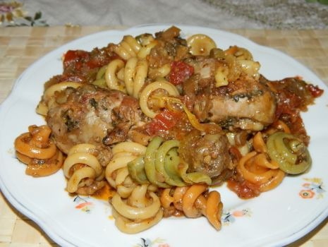 Przepis: Trottole z pomidorami, bakłażanem i kurczakiem