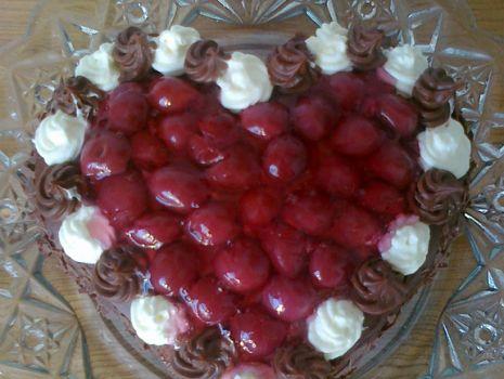 Przepis: Walentynkowy tort czekoladowo - wiśniowy