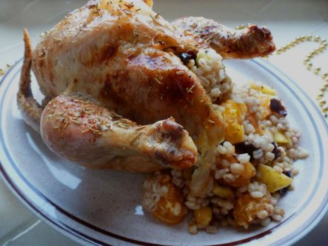 Przepis: Kurczak z kaszą i owocami na świąteczny obiad