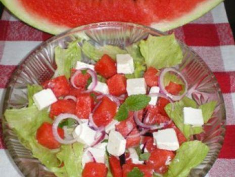 Przepis: Sałata z fetą i arbuzem