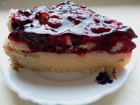 Przepis: Ciasto malinowo- truskawkowe z budyniem i likierem pomarańczowym