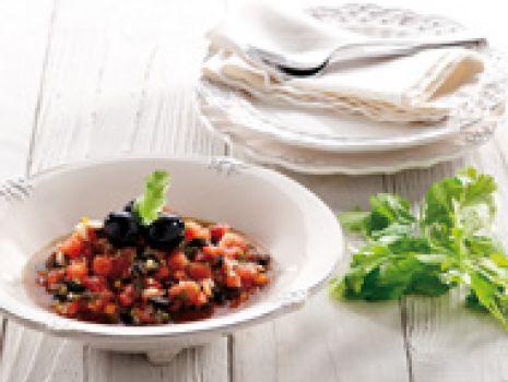 Przepis: Oliwkowa sałatka z pomidorami i kolendrą