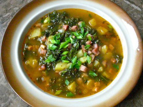Przepis: zupa jarmużowa z boczkiem