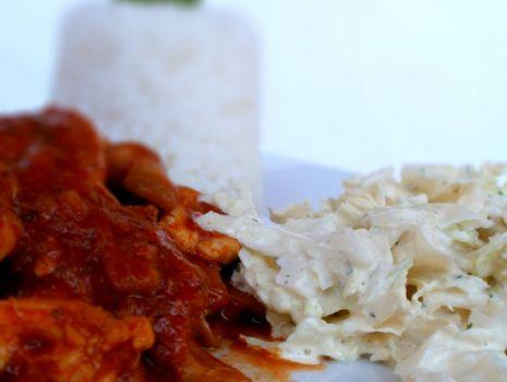 Przepis: Duszona pierś z kurczaka z ryżem i warzywami