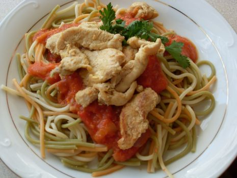 Przepis: Makaron z pysznym sosem pomidorowym