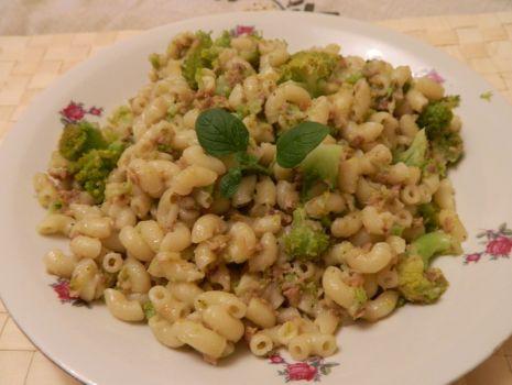 Przepis: Macaroni z brokułem i tuńczykiem