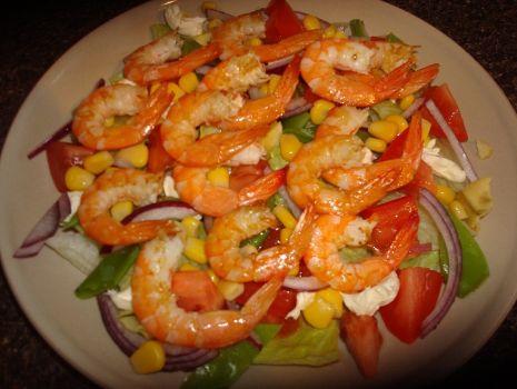 Przepis: Salata lodowa z krewetkami