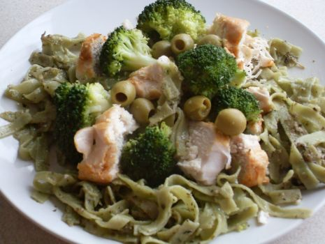 Przepis: zielony makaron z brokułami
