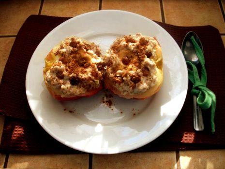 Przepis: Parowane jabłuszka faszerowane owsianką i masłem orzechowym