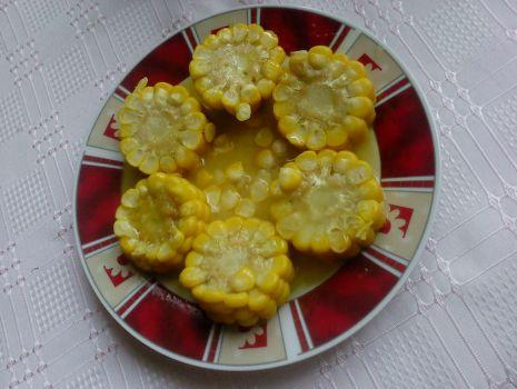 Przepis: Gotowana kukurydza na słodko z masłem i miodem