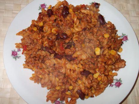Przepis: Makaron z sosem meksykańskim