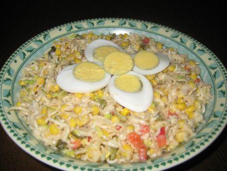 Przepis: Salatka z zupek chinskich z porem.
