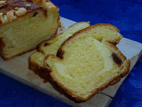 Przepis: Ciasto drożdżowe zawijane z serem