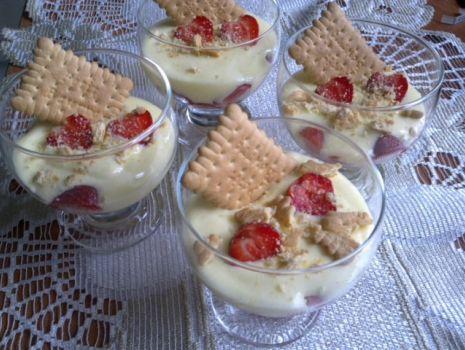 Przepis: Krem jogurtowy z owocami