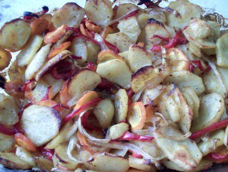 Przepis: Pieczone ziemniaki z warzywami