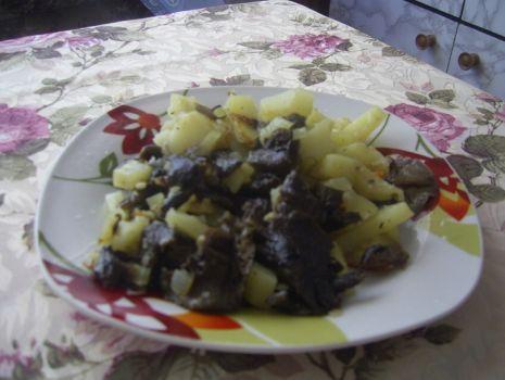 Przepis: Smażone ziemniaki z grzybami leśnymi