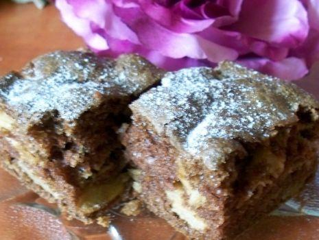 Przepis: Ciasto z jabłkiem i bakaliami