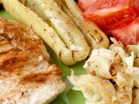 Przepis: Pierś z kurczaka z warzywami