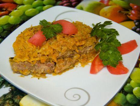Przepis: Szynka pieczona z marchewką i włoską kapustą