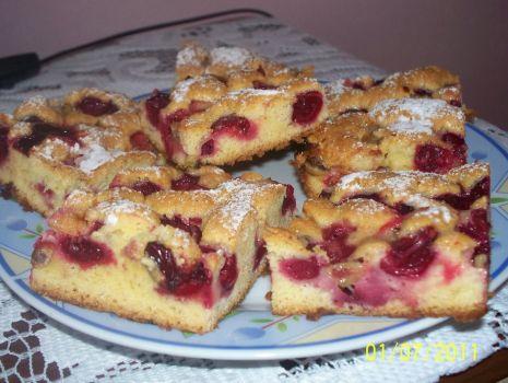 Przepis: Ciasto z wiśniami i agrestem