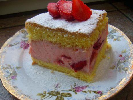 Przepis: Delikatne ciasto z truskawkami