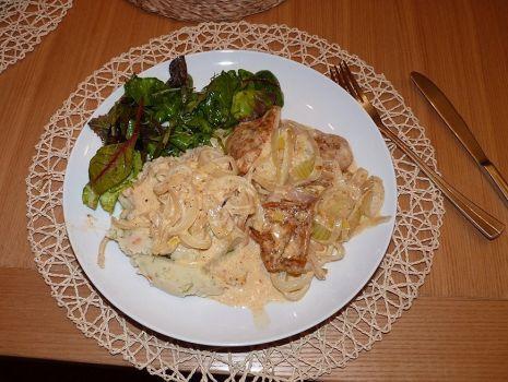 Przepis: Piersi z kurczaka zapiekane w cebuli i słodkiej śmietance