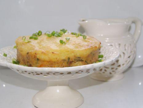 Przepis: Tort z kotletów mielonych i puree :