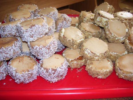 Przepis: Ciasteczka z masą kawową i waniliową
