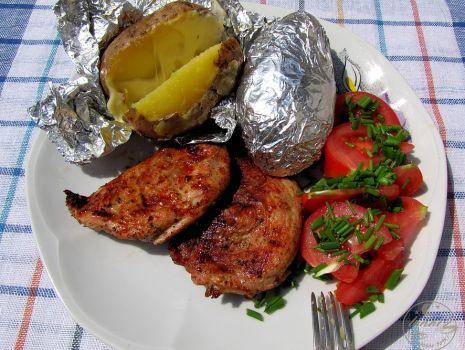 Przepis: Grillowana karkówka i pieczone ziemniaczki
