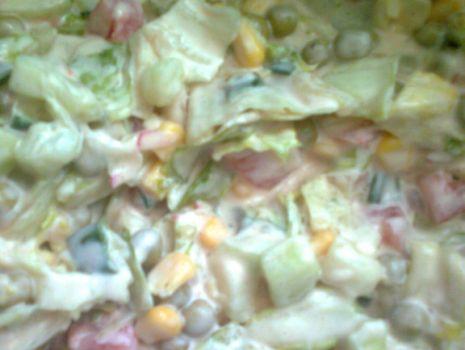 Przepis: sałatka z sałaty lodowej