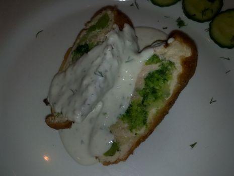 Przepis: łódki z brokułami z sosem majonezowo-czosnkowym