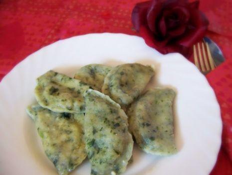 Przepis: Pierogi ze szpinakiem i białym serem