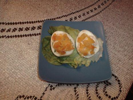 Przepis: Jajka faszerowane łososiem
