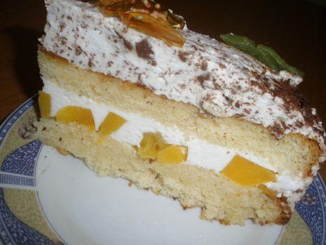 Przepis: Tort brzoskwiniowy z czekoladą